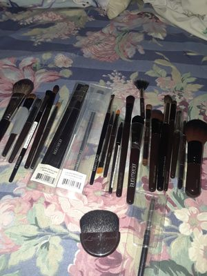 Laura mercier makeup brushes for Sale in Bronx, NY