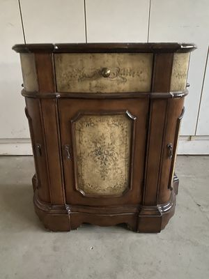 Side small table for Sale in Ladera Ranch, CA