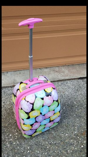 Original Hello Kitty kids luggage / suitcase on a Wheels extendable handle, lightweight for Sale in Everett, WA