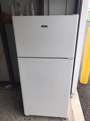 Hotpoint Refrigerator 15 cubic ft for Sale in Chicago, IL