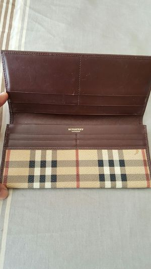 Burberry wallet for Sale in Orlando, FL