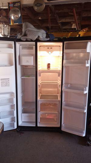 LG refrigerator for Sale in YSLETA SUR, TX