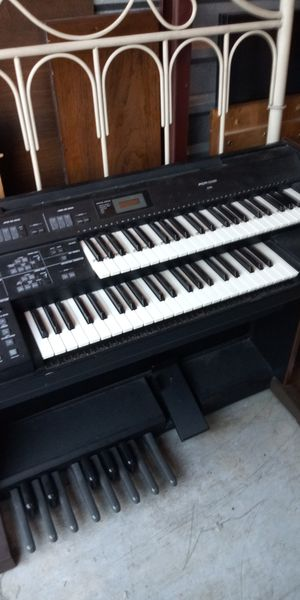 Electronic keyboard and bench for Sale in Newport News, VA