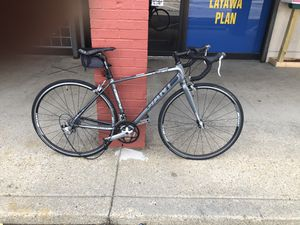 Giant road bike 51' . New chain, pedals already for Sale in Washington, DC