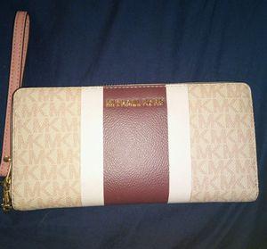 Michael kors wallet for Sale in Newport News, VA