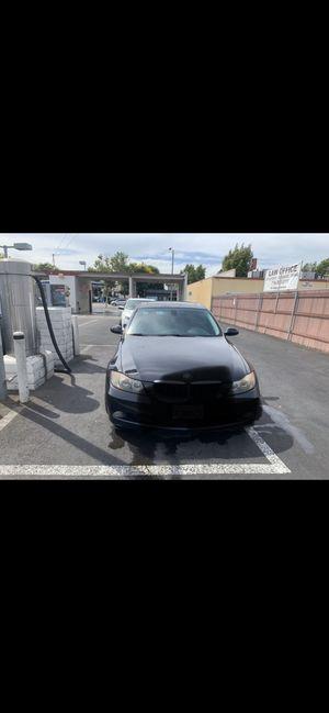 BMW 2006 330i 196493 millas el carro es estándar for Sale in Fullerton, CA