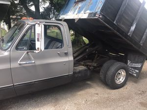 Square body Chevy dump for Sale in Piqua, OH