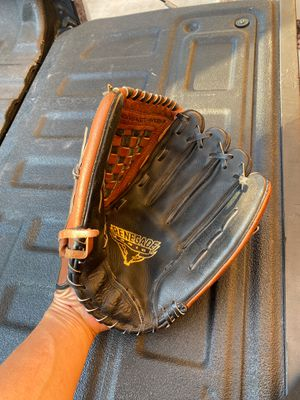 13 inch softball glove for Sale in Avondale, AZ