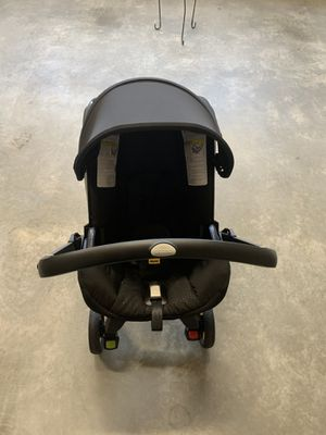 Doona Car seat & stroller combo with base. for Sale in Charlottesville, VA
