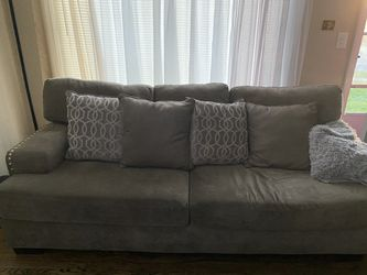 Couch for Sale in Maple Heights,  OH