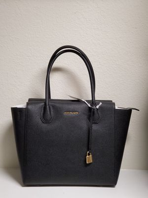 AUTHENTIC NEW WITH TAGS MICHAEL KORS BAG. for Sale in Arlington, TX