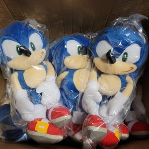 """Sonic the Hedgehog 19"""" Plush Backpack for Sale in Los Angeles, CA"""