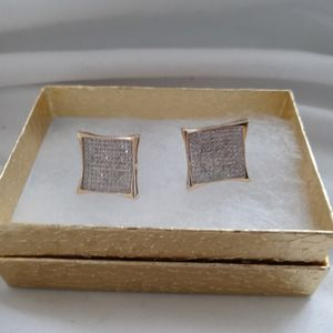 10k Solid Gold Vvs Diamond Earrings I Paid $2500 I Want $600 for Sale in March Air Reserve Base, CA