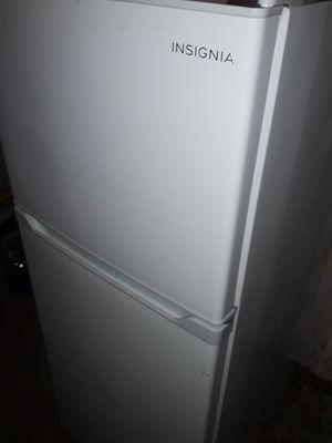 Insignia 9.9 cu. ft. Fridge and freezer for Sale in Redmond, WA