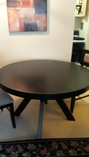 Dining room table with 4 matching chairs for Sale in Bloomfield, NJ