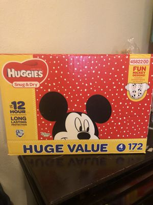 HUGGIES 172 DIAPERS SIZE 4 LARGE BOX for Sale in Tacoma, WA