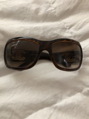 CHANEL sunglasses for Sale in Claremont, CA