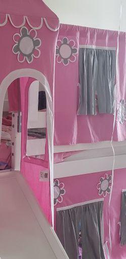 Cama De Princesa Y Chorrera for Sale in Gibsonton,  FL