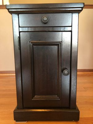 End Table for Sale in Davenport, IA
