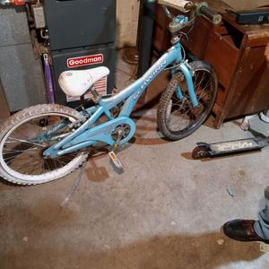 Bicycle. Schwein .good Condition for Sale in Shinnston, WV