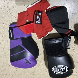 100lb Punching Bag, Stand, Wraps, And Gloves for Sale in Phoenix, AZ
