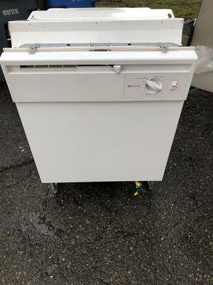 "24"" Americana white dishwasher for Sale in Sumner, WA"