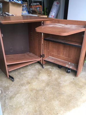 Expandable computer desk, excellent shape. $50.00, chair $5.00 for Sale in Carnation, WA