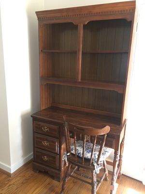 Desk with Hutch for Sale in Park Ridge, IL