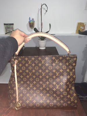 Louis Vuitton Monogram Canvas Artsy MM Shoulder Bag for Sale in Jersey City, NJ