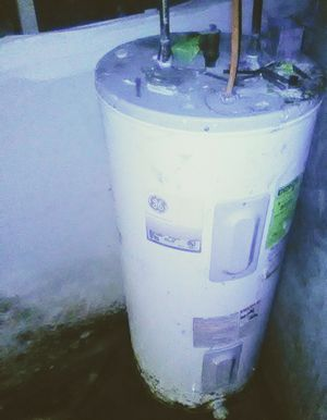 30 gallon Electric water heater. Good condition all parts included and properly functional. Willing to negotiate. for Sale in Philadelphia, PA