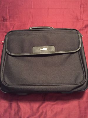 Targus Laptop Bag Like New With Strap And Wired Mouse for Sale in Laurel, DE