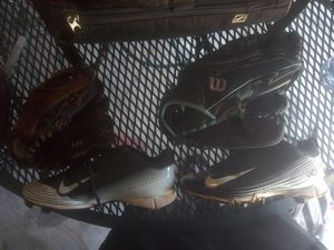 Girls Softball Gear! Cleats, gloves and travel bag! for Sale in Henderson, NV