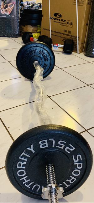 NEW CURL BAR AND 50 lbs in weights for Sale in Davie, FL