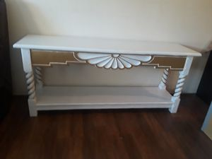 TV stand en exelentes condiciones madera real for Sale in Lawndale, CA