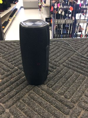 I live wireless Bluetooth speaker for Sale in Humble, TX