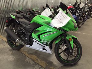Kawasaki 2010 EX250 250 Ninja Motorcycle - RUNS GREAT! for Sale in Fontana, CA