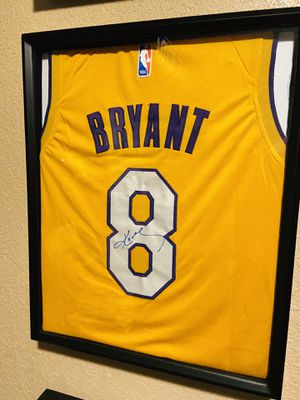 Los Angeles Lakers Kobe Bryant authentic signed jersey autographed #8 for Sale in St. Petersburg, FL