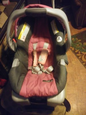 Girls car seat w/matching diaper bag for Sale in Hensley, AR