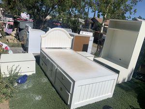 Nice bedroom set for Sale in Fresno, CA