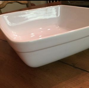 """Natural Elements Bakeware / Serving Dish- White Oven / Microwave / Dishwasher Safe 10"""" x 10"""" x 3"""" *Excellent Condition for Sale in Placentia, CA"""