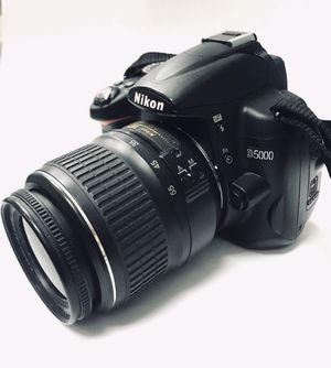 Nikon D5000 Digital Camera with 18-55 lens for Sale in Miami, FL