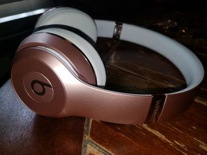 Beats Solo 3 Rose Gold Used for Sale in South Gate, CA