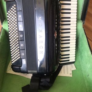 Accordion for Sale in Sanger, CA