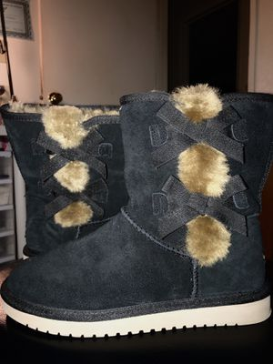 Koolaburra ugg boots worn once (brand new) for Sale in Pinole, CA