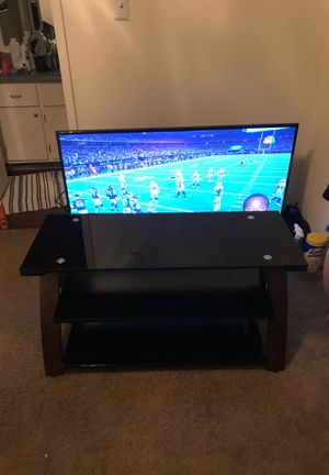 TV Stand in great shape. Tempered glass. for Sale in Tempe, AZ