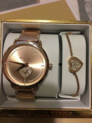 New Authentic Michael Kors Watch and Bracelet Set for Sale in Bellflower, CA