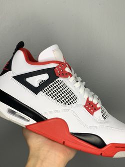 """Jordan 4 Retro """"Fire Red"""" Size 9.5 for Sale in Maywood,  IL"""