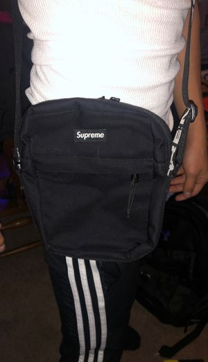 Supreme side bag for Sale in O'Fallon, MO