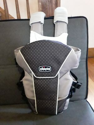 Baby chest carrier for Sale in Cleveland, OH