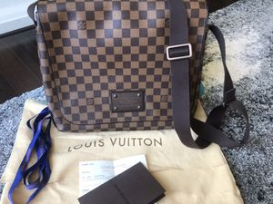 Authentic Louis Vuitton Brooklyn Mm. 9/10 conditions, dust bag & receipt. No flaw. for Sale in Chula Vista, CA